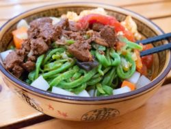 You must try these bocai spinach noodles when you visit Xi'an!