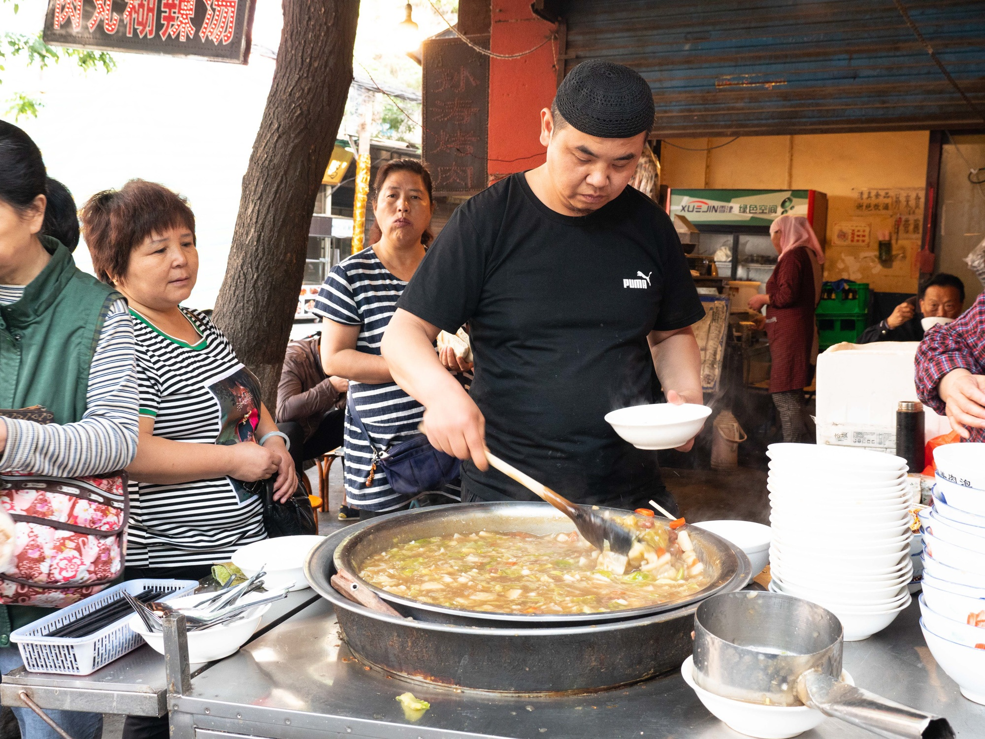 Hulatang peppery soup on the streets of Xi'an